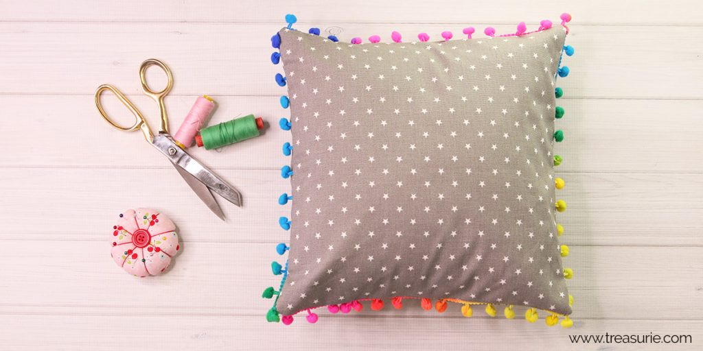 pom pom pillows tutorial